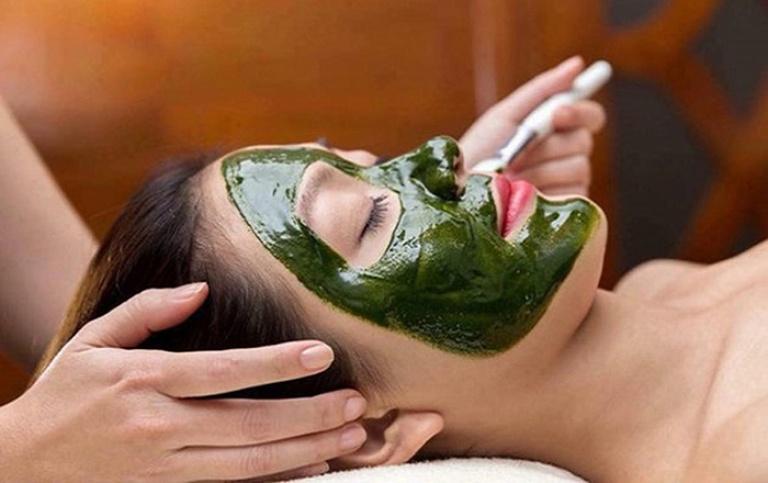 Đắp mặt nạ lá tía tô giúp cải thiện tình trạng da mụn ngay tại nhà