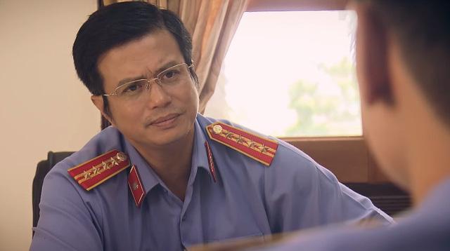 """Vai diễn phản diện Phó chủ tịch Viện kiểm sát Văn Khôi trong phim """"Sinh tử"""" của anh được đánh giá là một màn hóa thân đáng thuyết phục"""