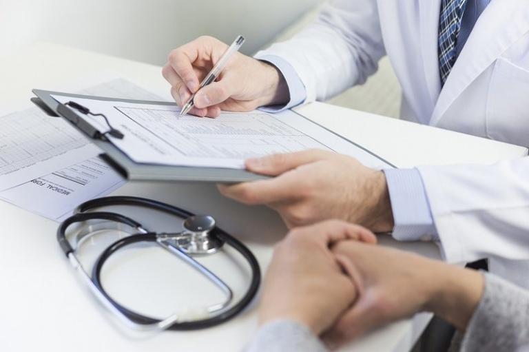 Thăm khám sức khỏe định kỳ và làm kiểm tra gan là phương pháp đơn giản nhất giúp bạn sớm phát hiện ra bệnh xơ gan