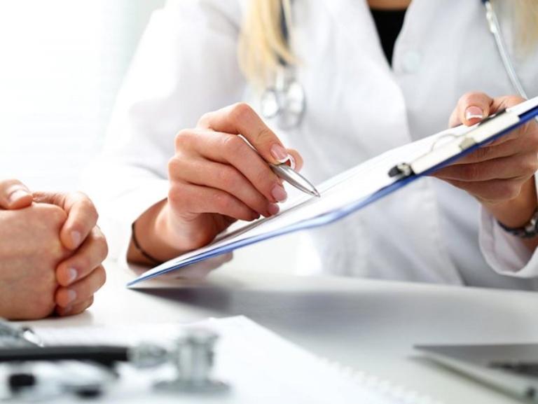 Thăm khám chuyên khoa để được xác định chính xác mức độ bệnh trạng và hướng dẫn điều trị