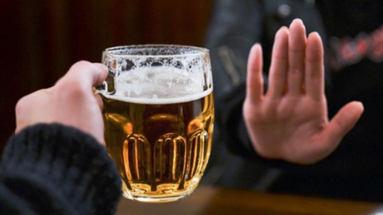 Nói không với rượu bia khi bị viêm gan mãn tính nếu không muốn bệnh nặng hơn