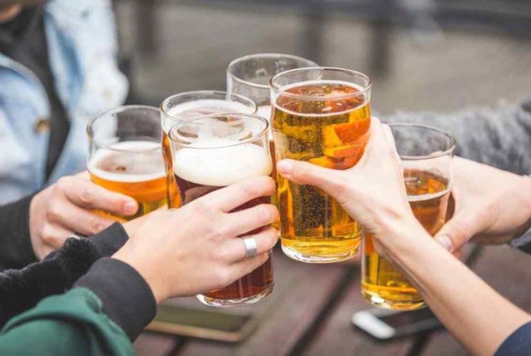Rượu bia là chất độc đối với gan và tạo điều kiện cho bệnh viêm gan mạn tính phát triển