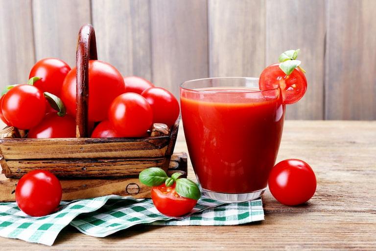 Nước ép cà chua rất tốt cho người bị tàn nhang