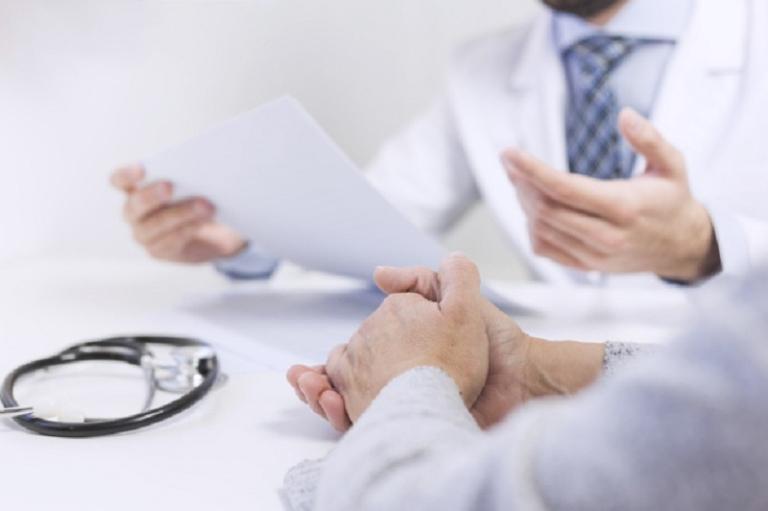 Thăm khám chuyên khoa để được tư vấn phương pháp điều trị phù hợp