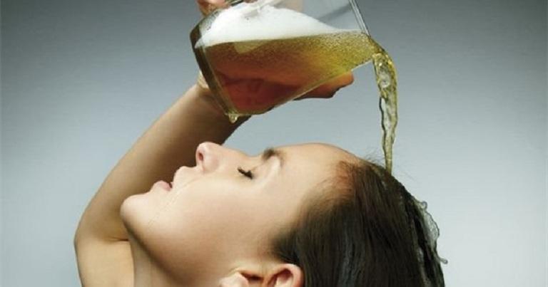 Trị tóc chẻ ngọn với bia và sữa