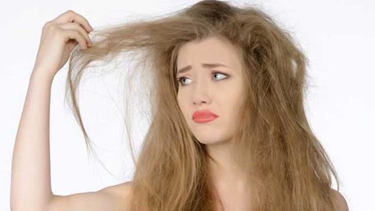 Những dấu hiệu nhận biết mái tóc khô xơ, hư tổn