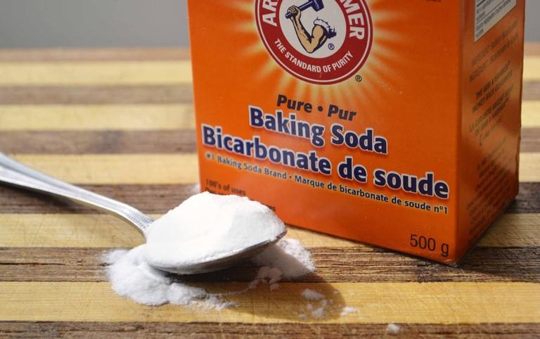 Tạm biệt tóc khô xơ với bột baking soda