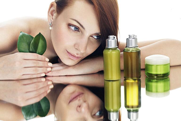 Dưỡng tóc khô xơ đẹp hơn với dầu oliu