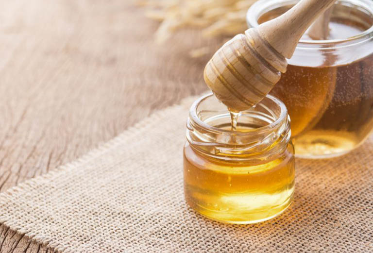 Dùng mật ong chữa tóc sâu ngứa