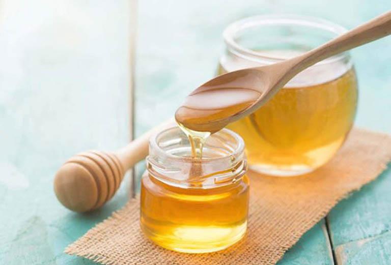 Cách điều trị mụn lưng, phòng ngừa và cải thiện vết thâm mụn bằng mật ong