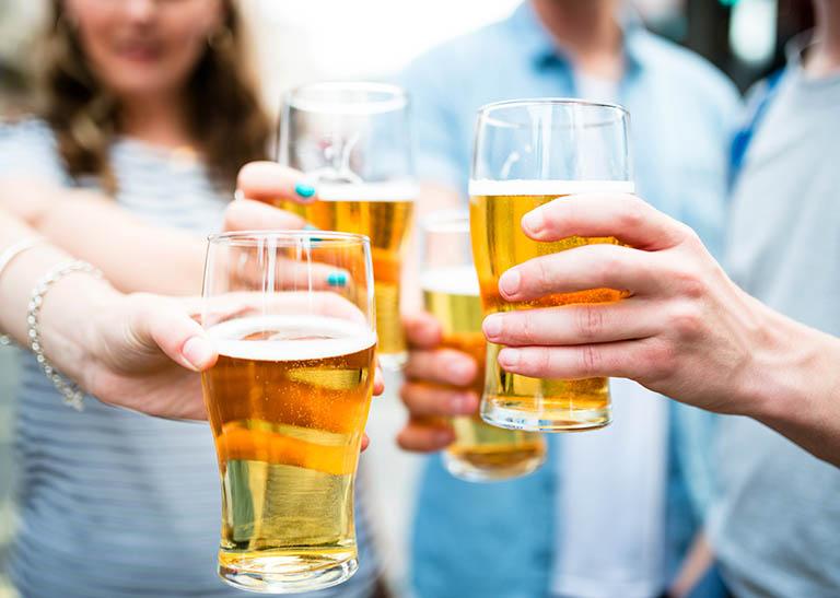 Kết quả xét nghiệm ALT bị ảnh hưởng bởi việc lạm dụng đồ uống có cồn