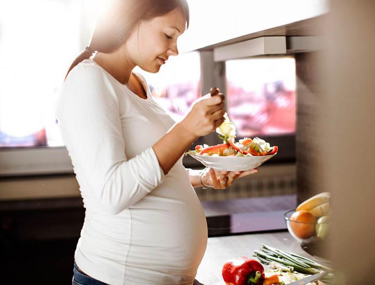 Bầu ăn gì cho con thông minh, não bộ phát triển sớm?