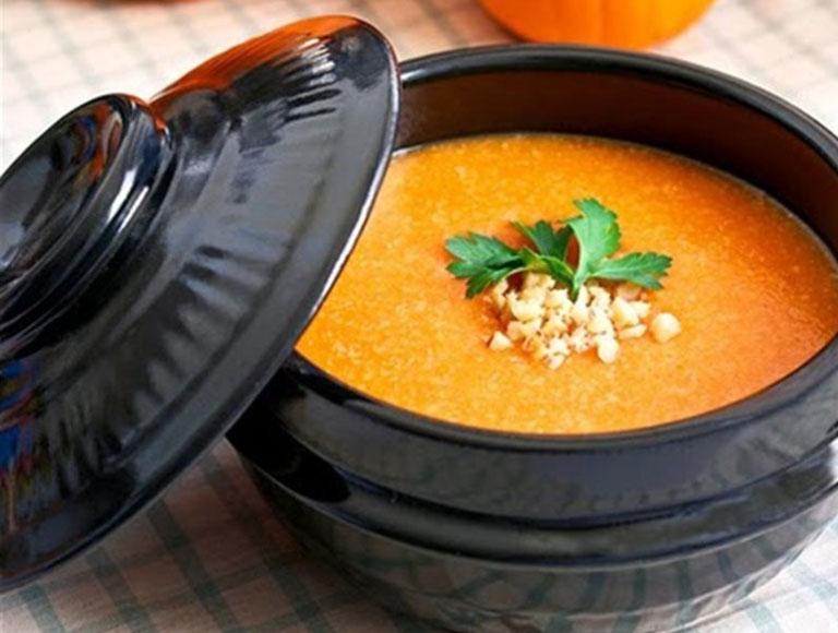 Cháo bí đỏ nấu tôm cung cấp đầy đủ dưỡng chất thiết yếu cho thai phụ
