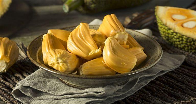 Mít chín đảm bảo chất lượng thường chứa ít mũ, màu vàng đậm và có mùi thơm rất đặc trưng