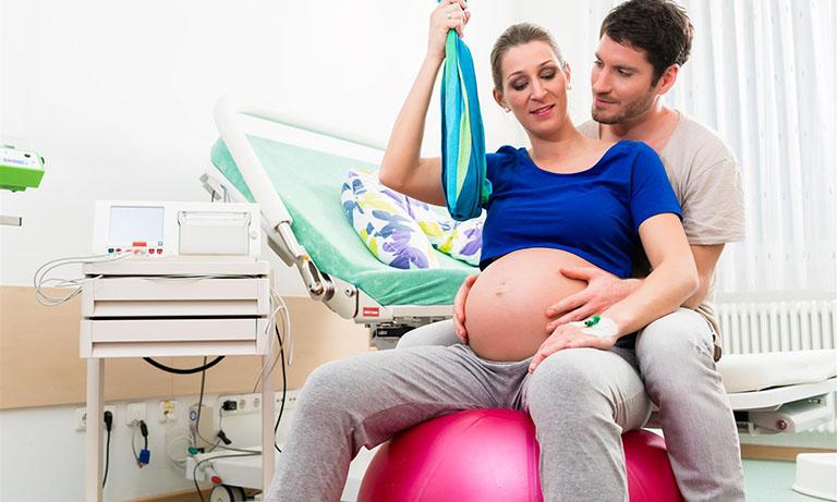 Mẹ bầu cần lưu ý gì khi mang thai đôi