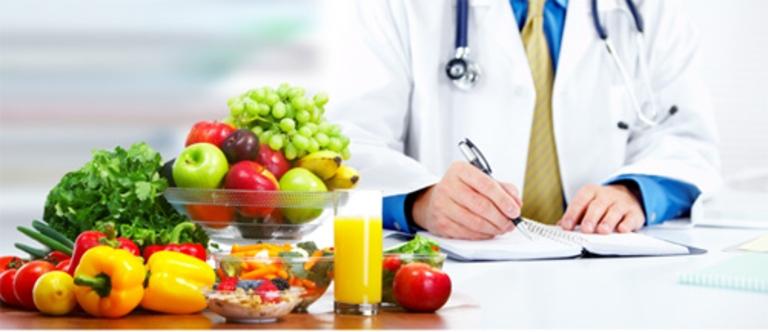 Người bị viêm gan C nên tiến hành điều trị chuyên khoa kết hợp với chế độ dinh dưỡng khoa học