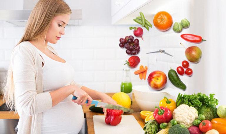 Chế độ dinh dưỡng hàng ngày ảnh hưởng rất lớn đến sức khỏe của mẹ và sự phát triển của thai nhi