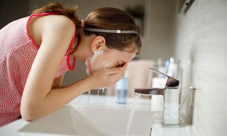 Sữa rửa mặt trị mụn tuổi dậy thì