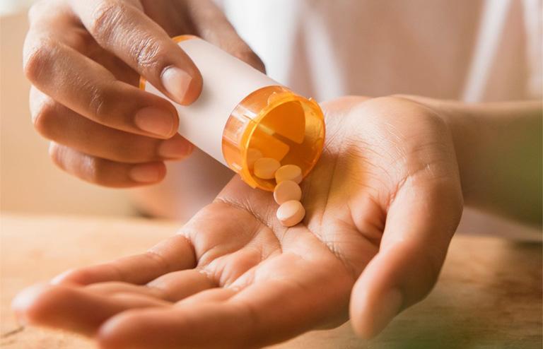 uống kháng sinh bị đau dạ dày