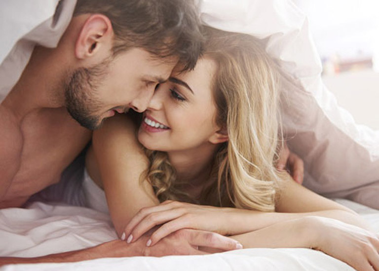 Nam giới có thể nhờ bạn tình kết hợp bấm huyệt khi đang quan hệ tình dục để cải thiện tình trạng bệnh