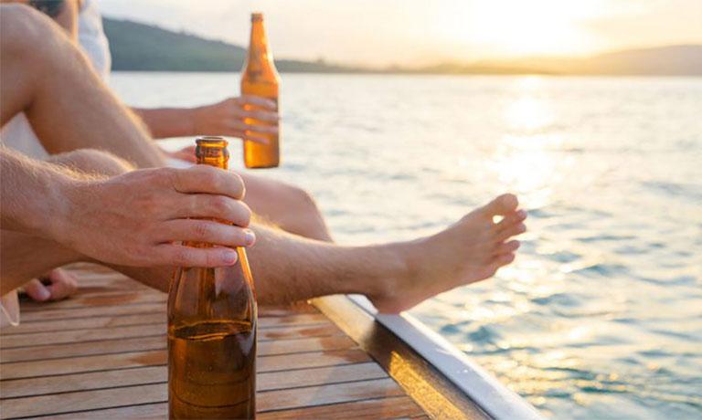 cách uống rượu không hại dạ dày
