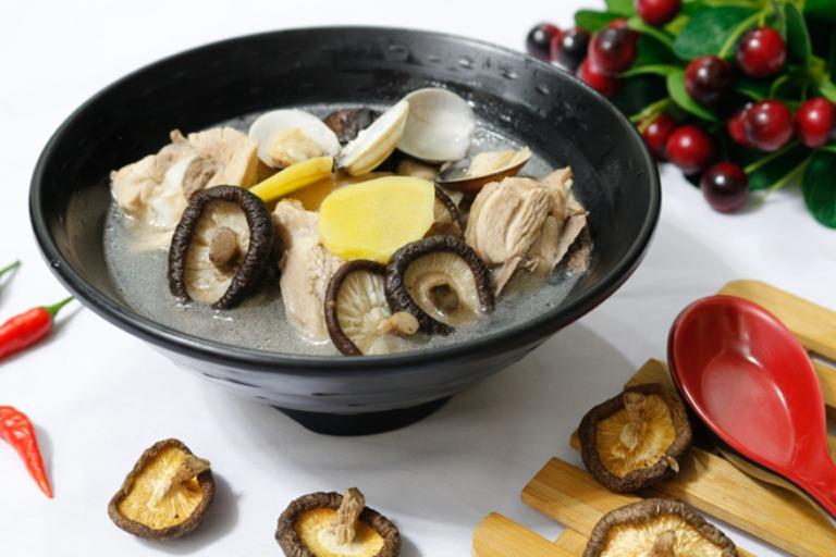 Thịt vịt hầm nấm hương bổ sung đa dạng dưỡng chất thiết yếu dành cho nam giới
