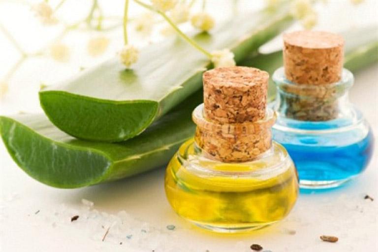 Cải thiện triệu chứng của bệnh chàm eczema bằng dầu dừa và nha đam tươi