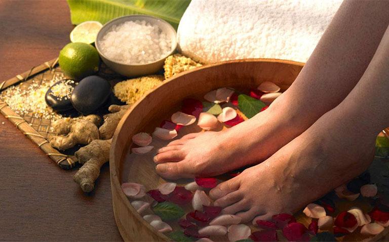 Da bàn chân bị khô và bong tróc
