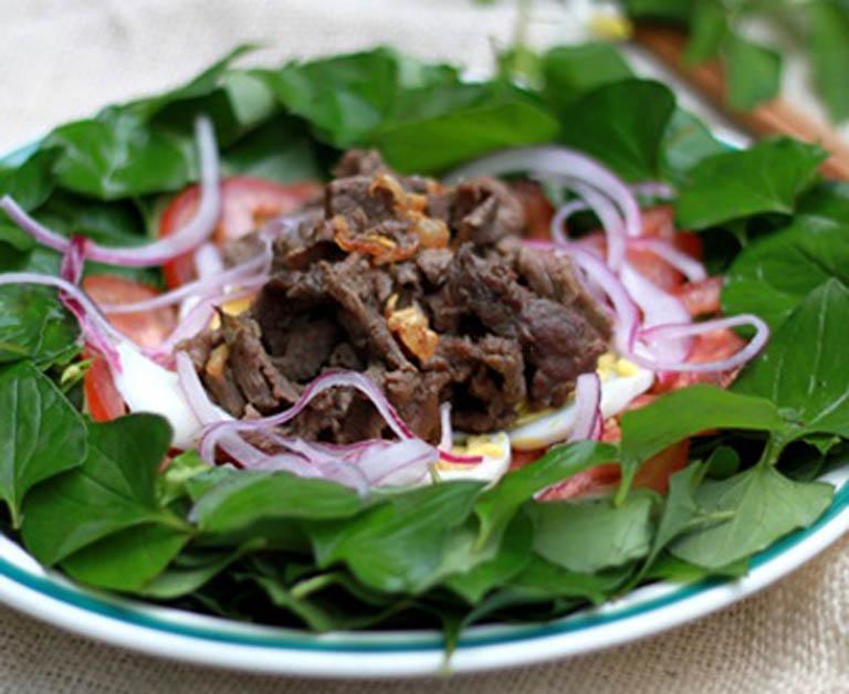 Món gỏi bò raui diếp cá tốt cho sức khỏe và hệ tiêu hóa, giúp đẩy lùi chứng táo bón khó chịu