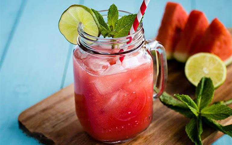Uống nước ép dưa hấu chanh tươi mỗi ngày giúp tăng cường chức năng sinh lý