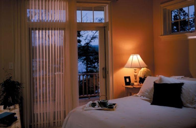 Không gian ấm cúng và ánh đèn vàng giúp đi vào giấc ngủ dễ hơn