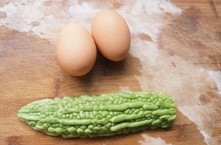Bộ đôi trị nám hiệu quả tại nhà khổ qua và lòng trắng trứng