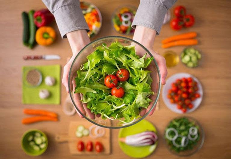 Người bệnh cần tăng cường bổ sung rau xanh vào trong chế độ ăn uống hàng ngày