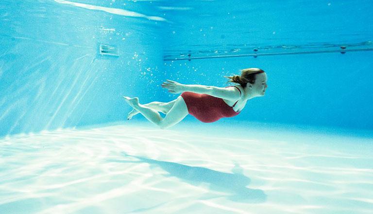 bơi lội trong ba tháng đầu thai kỳ