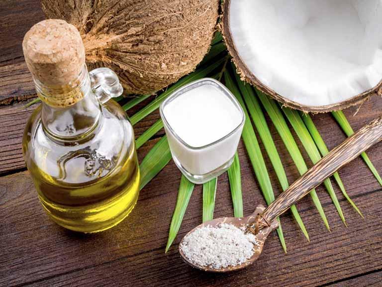 cách trị đồi mồi trên tay bằng dầu dừa