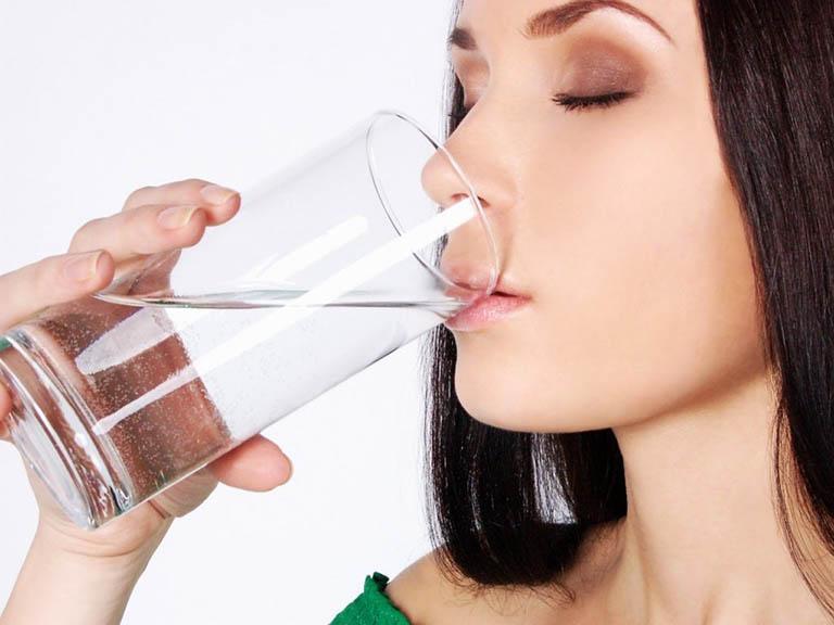 cách trị sưng nướu răng tại nhà bằng nước muối