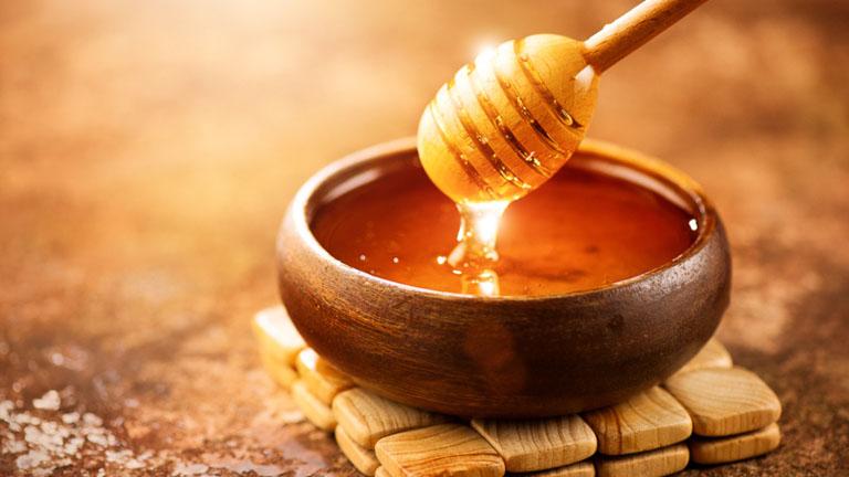 Dùng mật ong nguyên chất để cải thiện bệnh viêm lợi tại nhà