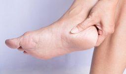 đứng nhiều bị đau gót chân
