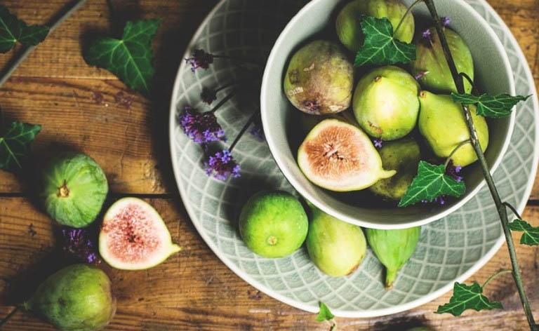 Dùng quả sung xanh nấu nước uống hỗ trợ điều trị bệnh trĩ từ bên trong
