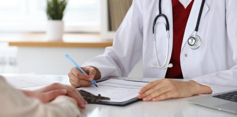 Thăm khám chuyên khoa để được chẩn đoán mức độ bệnh và phác đồ điều trị phù hợp