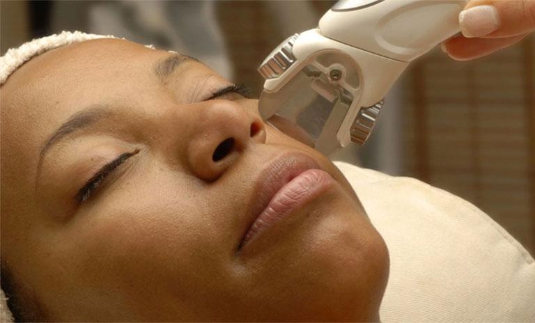 điều trị rối loạn melanin