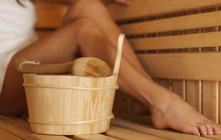 Trị bệnh trĩ tại nhà bằng cách nấu nước lá rau sam xông hơi hậu môn mỗi ngày