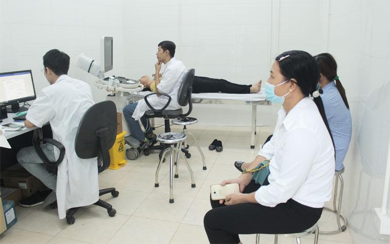 Người bệnh xương khớp được thăm khám, chẩn đoán lâm sàng, cận lâm sàng bằng Tây y
