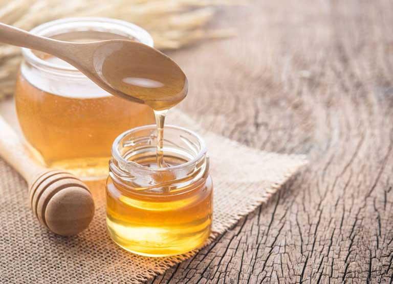 cách chữa dày sừng nang lông tại nhà bằng mật ong