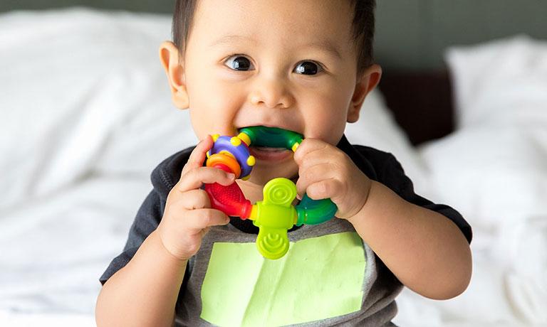 vệ sinh răng miệng cho bé 2 tuổi