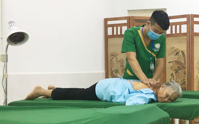 Bệnh viện kết hợp thực hành vật lý trị liệu cho bệnh nhân xương khớp