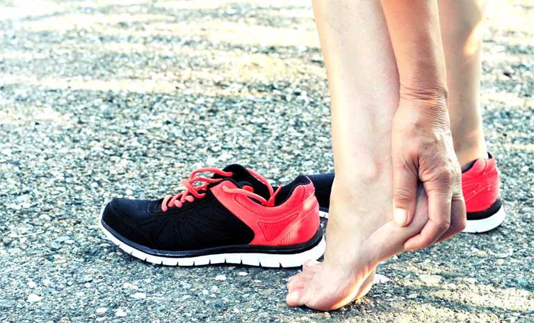 Bị gai gót chân có nên chạy bộ không
