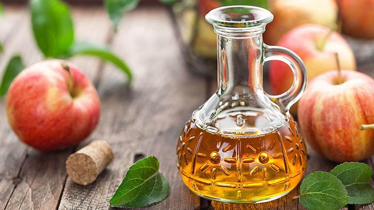 cách chữa nấm da đầu bằng giấm táo