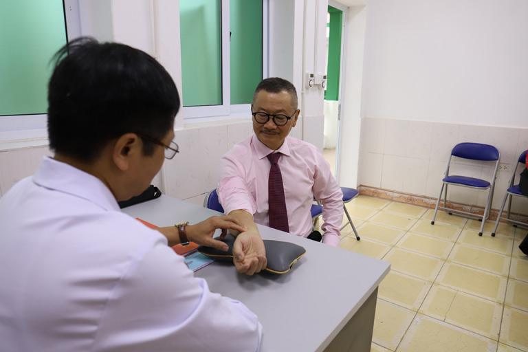 Nghệ sĩ Trần Đức khỏe mạnh hoàn toàn sau một thời gian điều trị tại Trung tâm Thừa kế & Ứng dụng Đông y Việt Nam