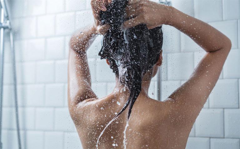 ngứa da đầu dùng dầu gội gì